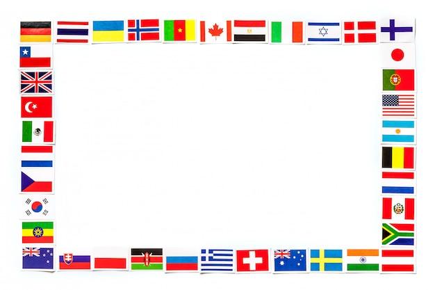 Frame van nationale vlaggen de verschillende landen van de geïsoleerde wereld Premium Foto