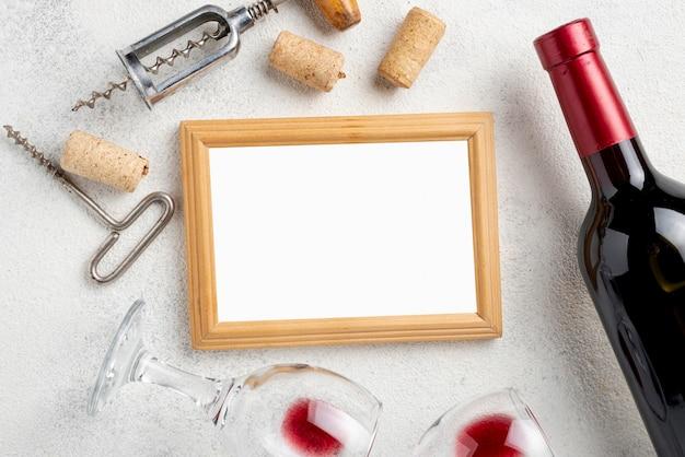 Frame van wijnflessen en glazen Gratis Foto