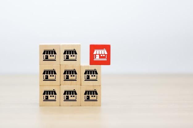 Franchise pictogrammen op houten gestapelde kubusvorm. Premium Foto