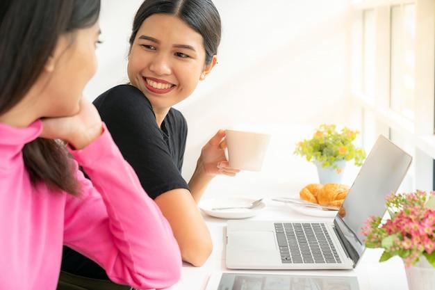 Freelance werk bij café Premium Foto