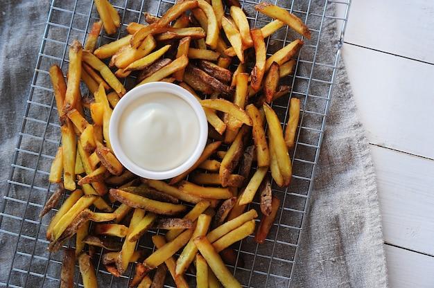 Frietjes en mayonaise Gratis Foto