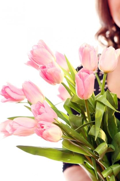 Frisse en mooie roze tulp Gratis Foto