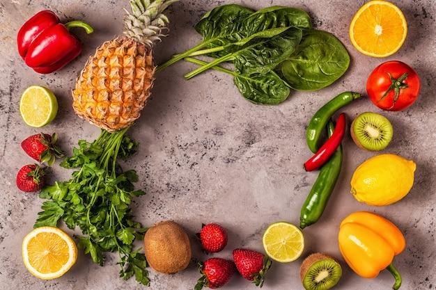 Fruit en groenten rijk aan vitamine c. gezond eten. Premium Foto
