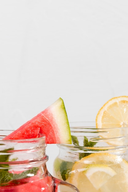 Fruitige close-up dranken met kopie-ruimte Gratis Foto