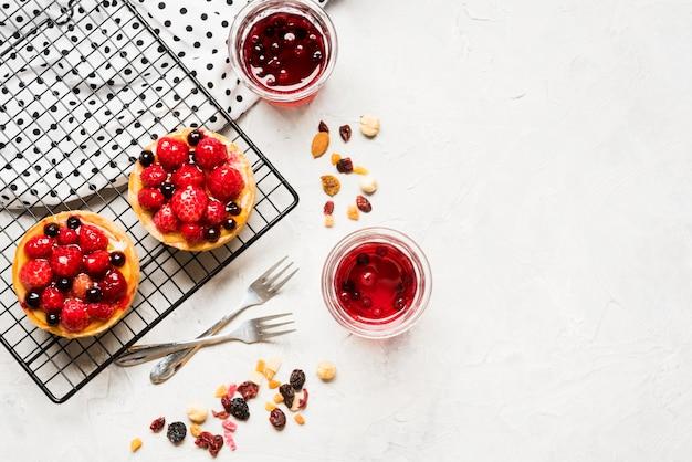 Fruitige taarten frame met kopie-ruimte Premium Foto