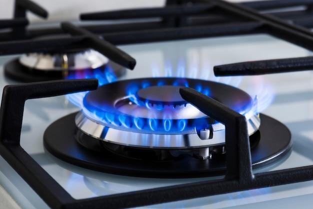 Gas voor het koken van voedsel thuis moderne fornuis Premium Foto