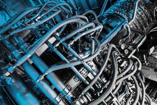 Gasturbine-compressor voor stroomopwekking op het offshore platform van centrale olie- en gasverwerking. Premium Foto