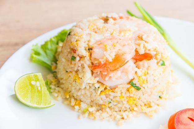 Gebakken rijst met garnalen Gratis Foto