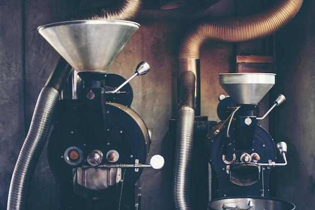 Gebrande koffiemachine voor het branden van koffiebonen Premium Foto