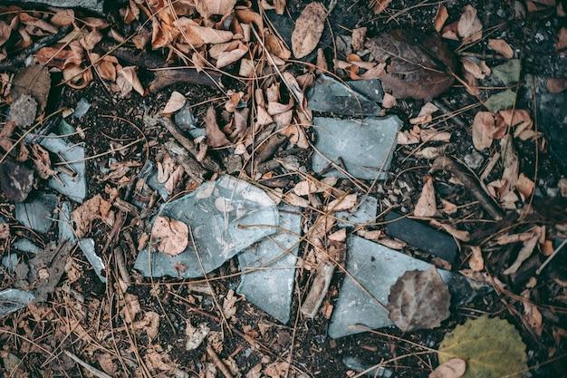 Gebroken glas in pripyat in tsjernobyl Premium Foto