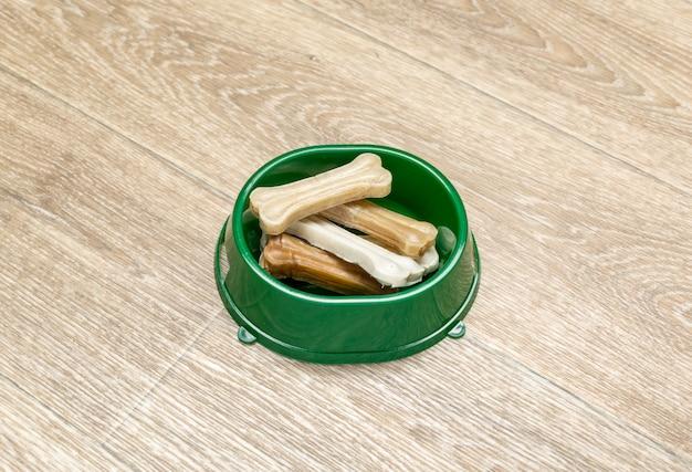 Gedroogd voer voor honden of katten. Premium Foto