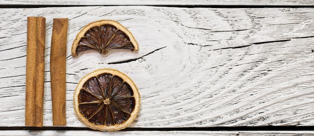Gedroogde citroen en kaneel Gratis Foto