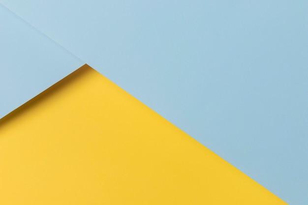 Geel en blauw kasten op tafel Gratis Foto