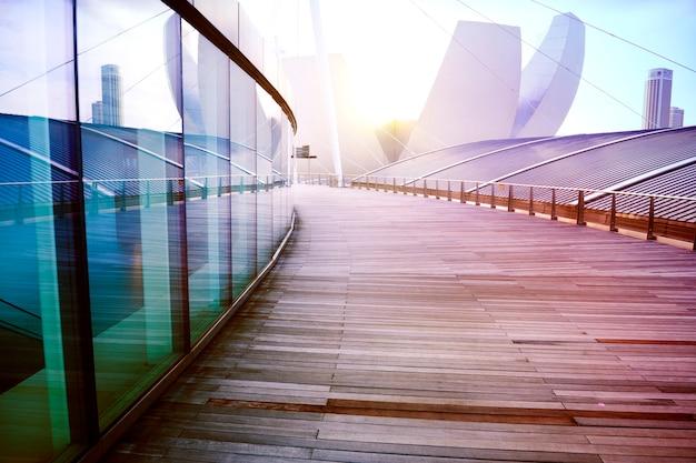 Geen mensen hedendaagse gebouw buiten wolkenkrabber ontwerpconcept Gratis Foto