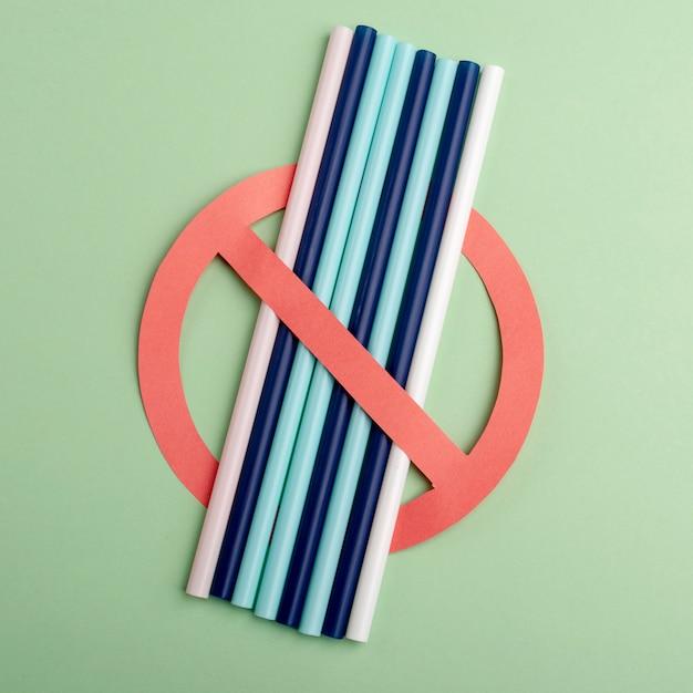 Geen plastic. gebruik geen plastic rietjes meer. bescherm de wereld en het milieu. Premium Foto