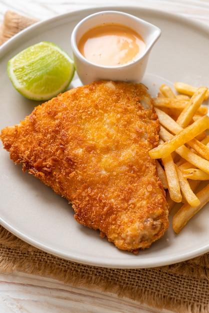 Gefrituurde fish and chips Premium Foto