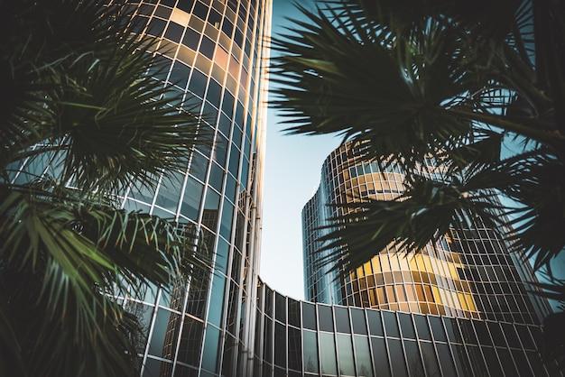 Geglazuurde gevels van kantoorgebouwen Premium Foto