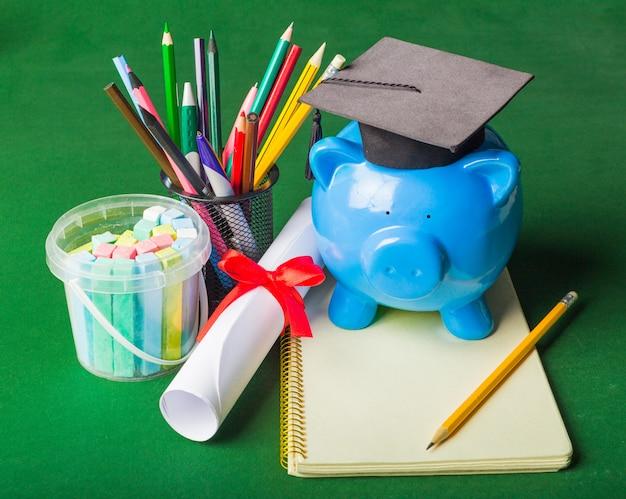 Gegradueerde student diploma spaarpot Premium Foto