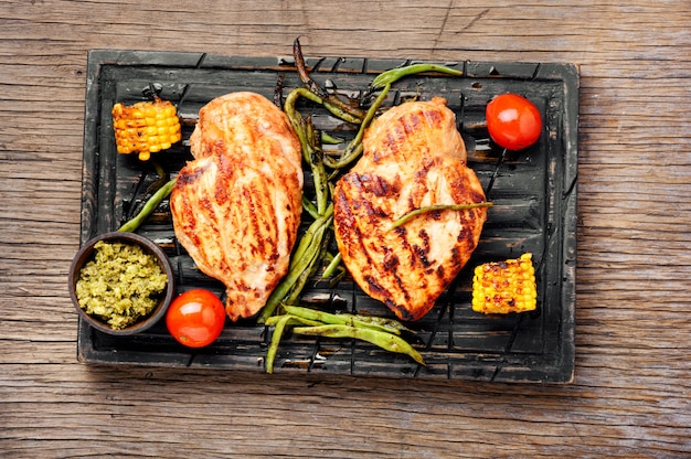 Gegrilde gezonde kipfilets Premium Foto