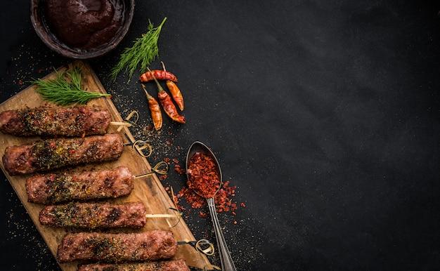 Gegrilde kebab met kruiden Premium Foto