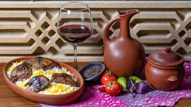 Gegrilde meerkoet op de rijst met een glas rode wijn Premium Foto