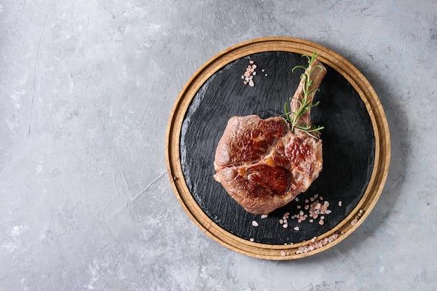 Gegrilde tomahawk steak Premium Foto
