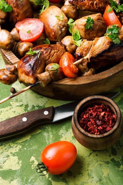 Gegrilde vleesspiesjes Premium Foto