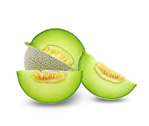 Geheel en plak van japanse meloenen, groene meloen geïsoleerd op wit Premium Foto