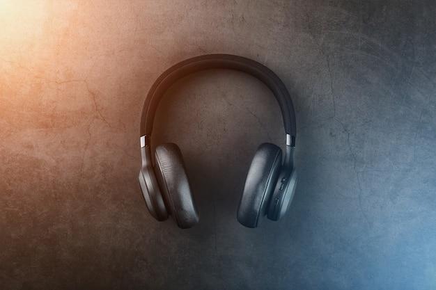Geïsoleerde professionele hoofdtelefoon voor dj's en muzikanten. Premium Foto