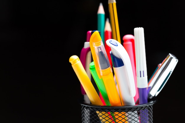 Gekleurde pennen en potloden Premium Foto