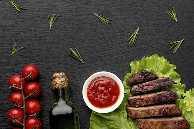Gekookt vlees met saus en wijn Premium Foto