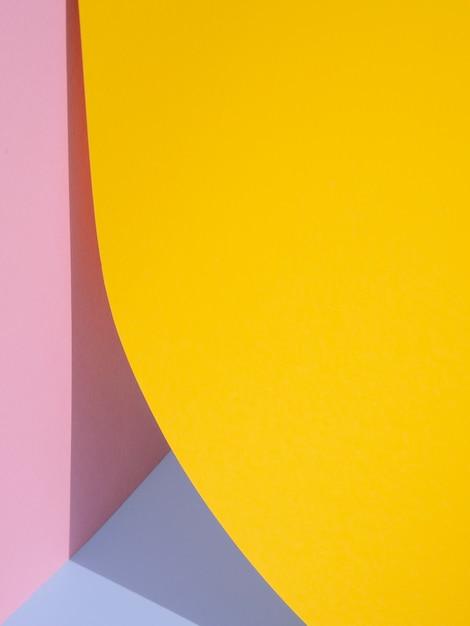 Gele abstracte papier vormen met schaduw Gratis Foto