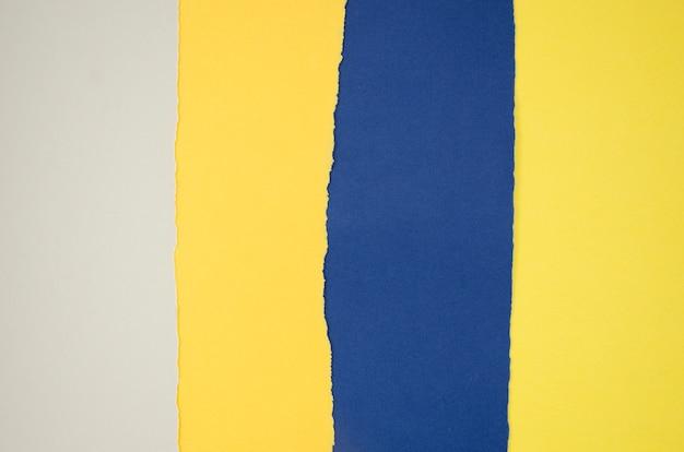 Gele en blauwe abstracte compositie met kleurendocumenten Gratis Foto