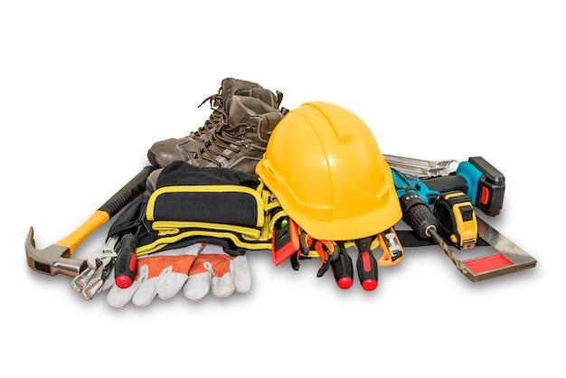 Gele veiligheidshelm voor bouw en hulpmiddelen op witte achtergrond. Premium Foto