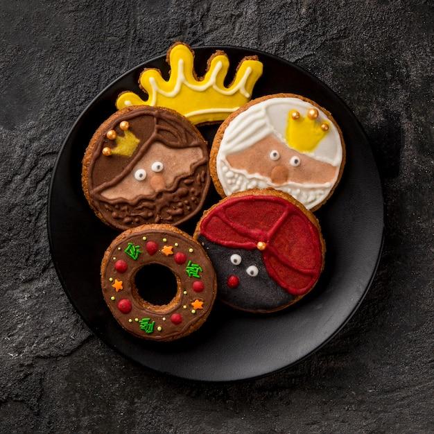 Gelukkig epiphany smakelijke koekjes plat leggen Gratis Foto