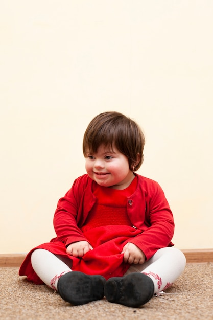 Gelukkig kind met het syndroom van down Gratis Foto