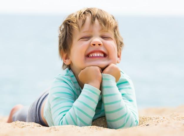 Gelukkig lachend babymeisje Gratis Foto