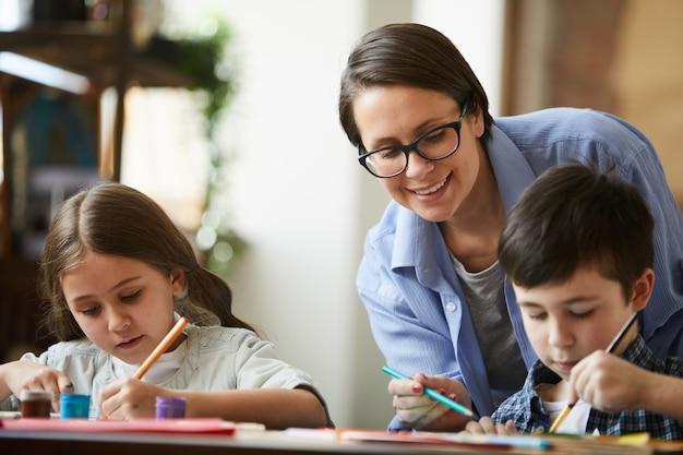 Gelukkig moeder schilderij met kinderen Premium Foto