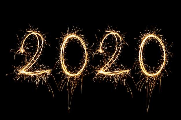 Gelukkig nieuwjaar 2020. creatieve tekst gelukkig nieuwjaar 2020 geschreven fonkelende geïsoleerde sterretjes Premium Foto