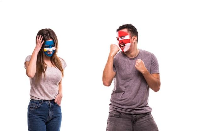 Gelukkig voetbalfan van kroatië vieren overwinning boos voetbalfan van argentinië met geschilderd gezicht Gratis Foto
