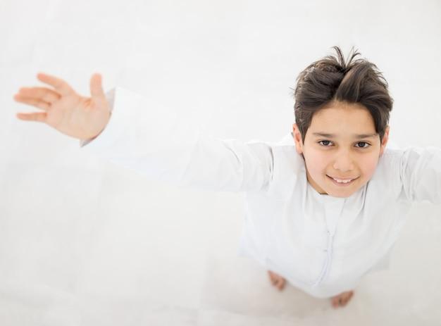 Gelukkige arabische jongens Premium Foto