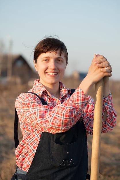 Gelukkige boer op het platteland Gratis Foto