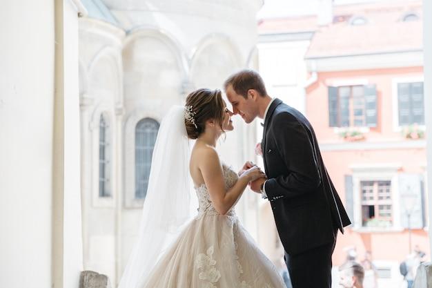 Gelukkige bruiden op de dag van hun huwelijk Gratis Foto