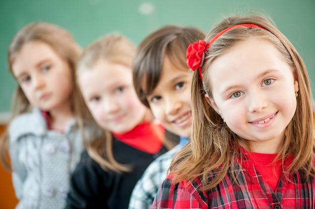 Gelukkige kinderen op school Premium Foto