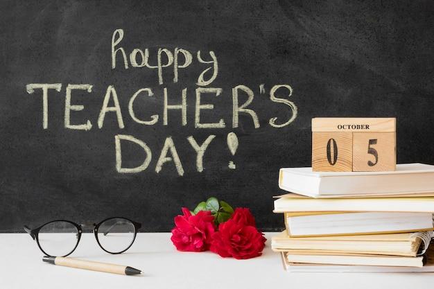 Gelukkige lerarendag en stapel boeken Premium Foto
