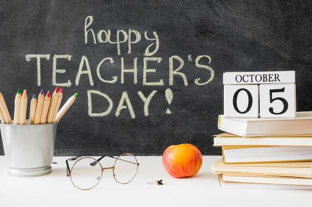Gelukkige lerarendag met traditionele appel Gratis Foto