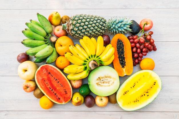 Gemengde vruchten met appelbanaanoranje en andere Gratis Foto
