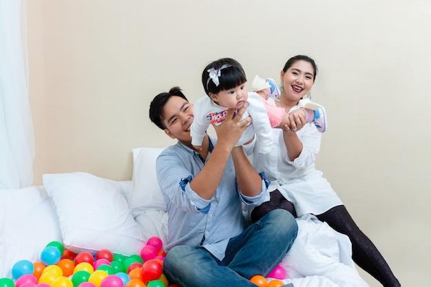Genegenheid van familie met ontspanningstijd Gratis Foto