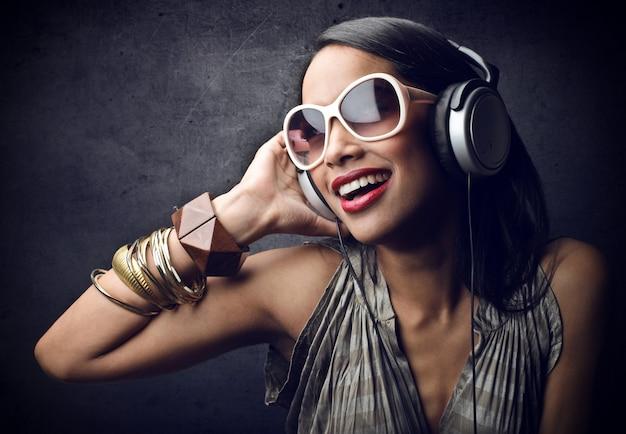 Genieten van de muziek Premium Foto
