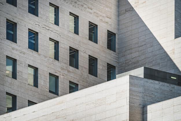 Geometrisch aanzicht van een gebouw Premium Foto